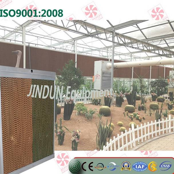 Evaporative cooling pad for greenhouses