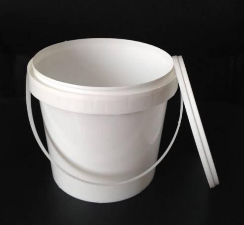 2.5litre white plastic bucket