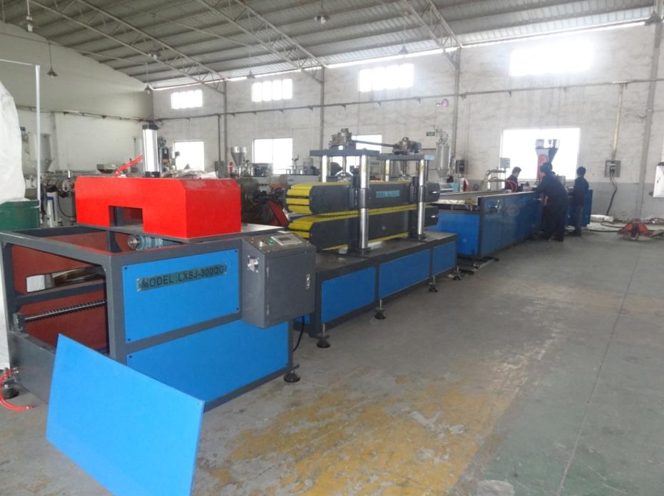 Guangzhou professional PE PVC plastic ps wood extruder production line