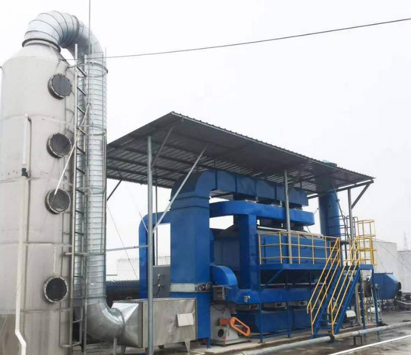 Water spray purification tower