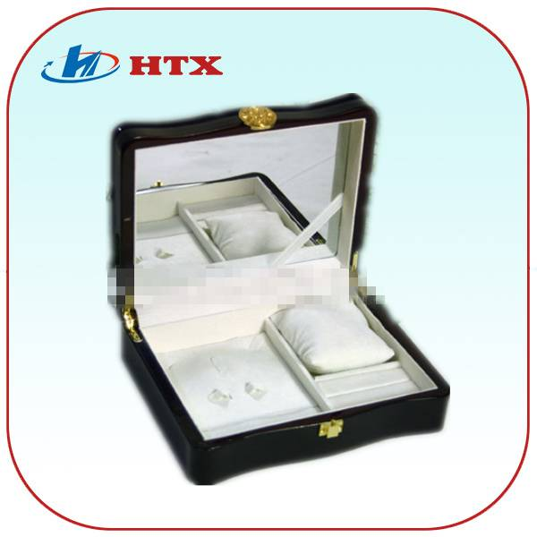 Luxury Lacquered Wooden Box for Jewelry with Mirror and Velvet and Pillow