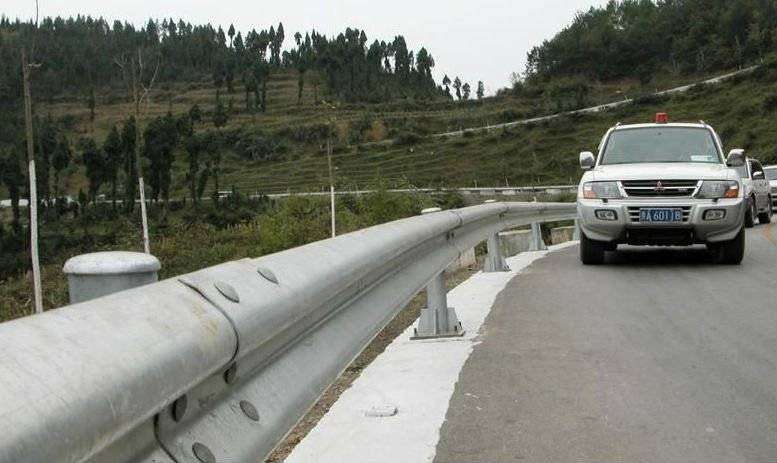 W-Beam Guardrail, Crash Barrier, Highway Guardrail