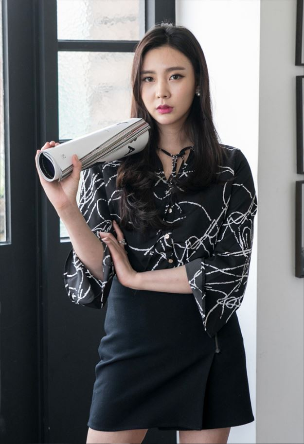 Stylish High fashion New Spring Summer Fall V-necked trumpet 3/4 sleeve blouse