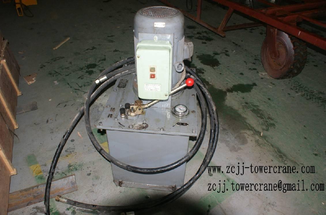 Hydraulic pump for tower crane