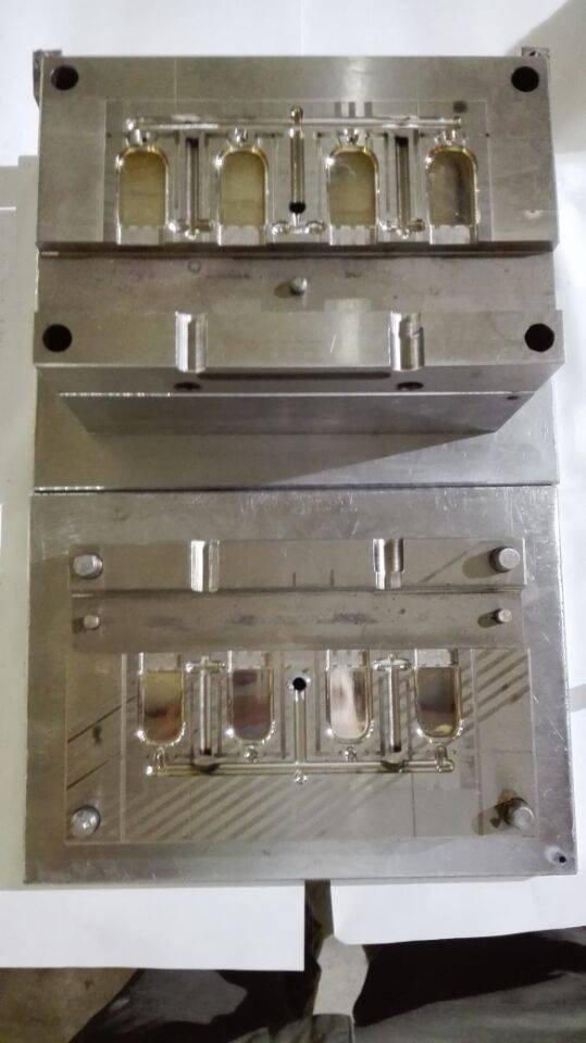 plastic injection molds factory direct