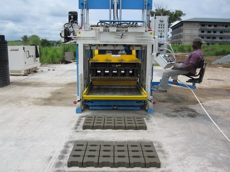 E-12 (2000 blocks/hour) Movable Block Machine