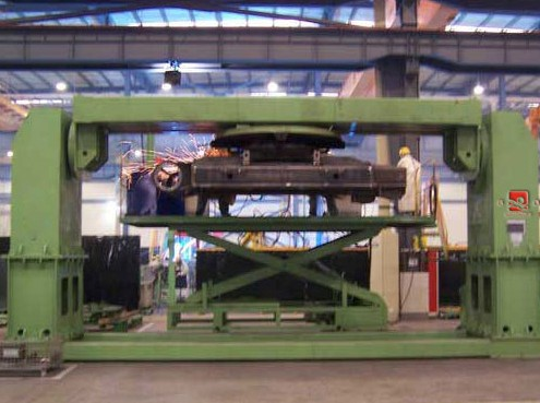 Single side elevating welding positioner with manual lifting and tilting revolving functions