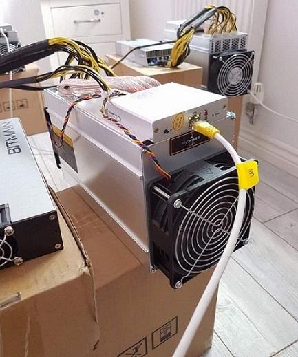 AntMiner L3+ ~504MH/s 1.6W/MH ASIC Litecoin Miner (New Batch) + Power Supply (APW3++ 1200W-110v 1600