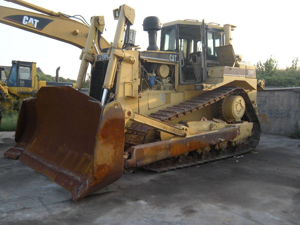 Used Caterpillar Bulldozer D8R with ripper year 2002 used 12067 hours