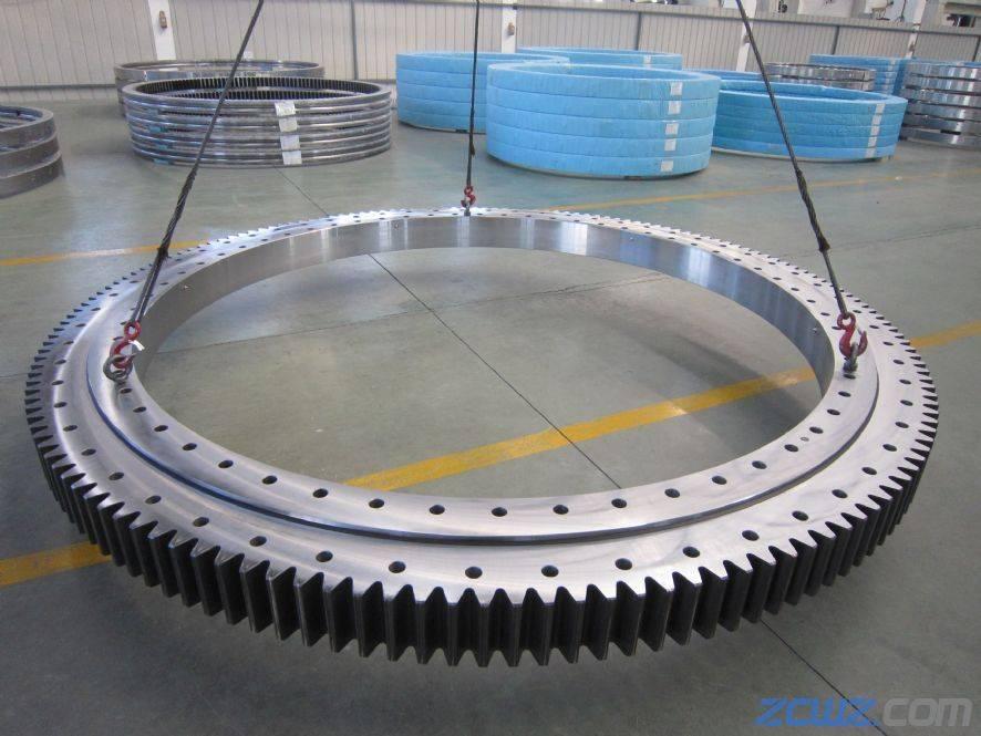 Crane and excavator slewing ring bearing