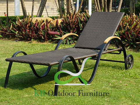 Wicker Outdoor Chaise Lounges Poolside Chairs