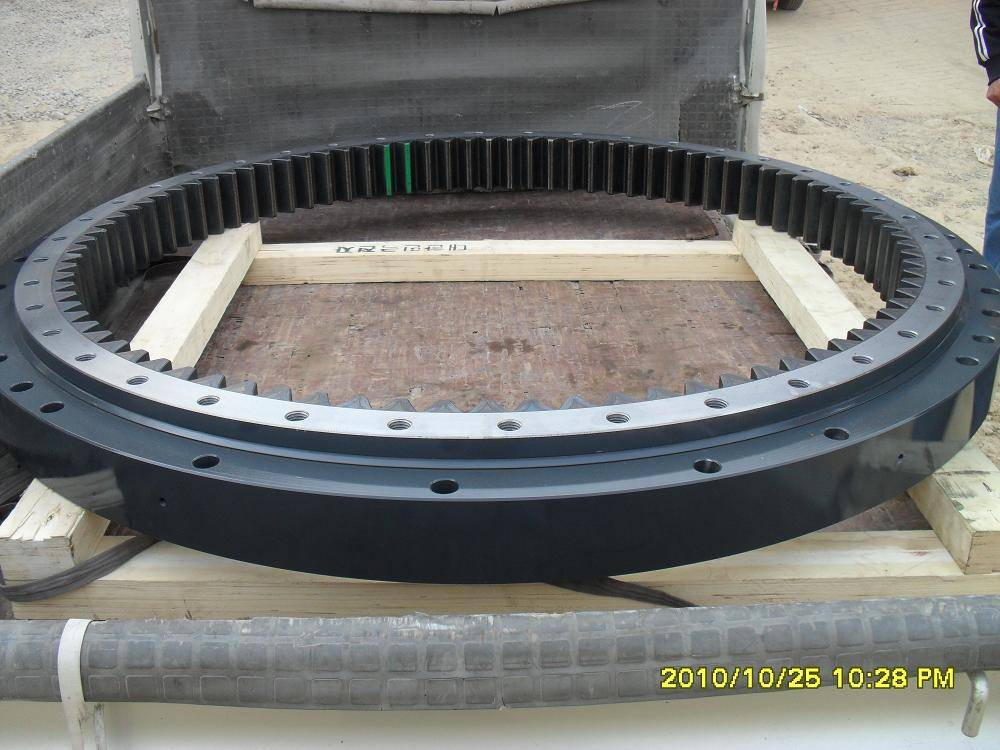 supply PC200-7 slewing bearing