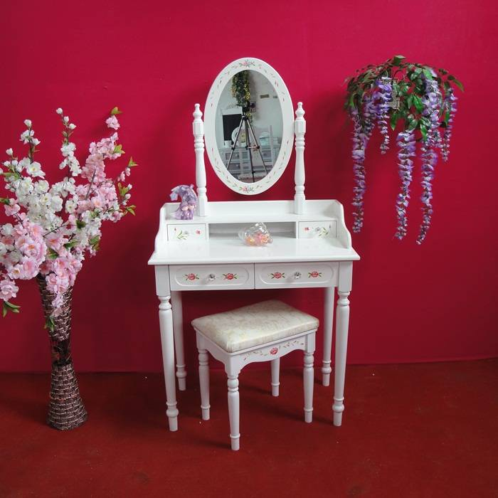 Classic bedroom dressing table from OMILAI