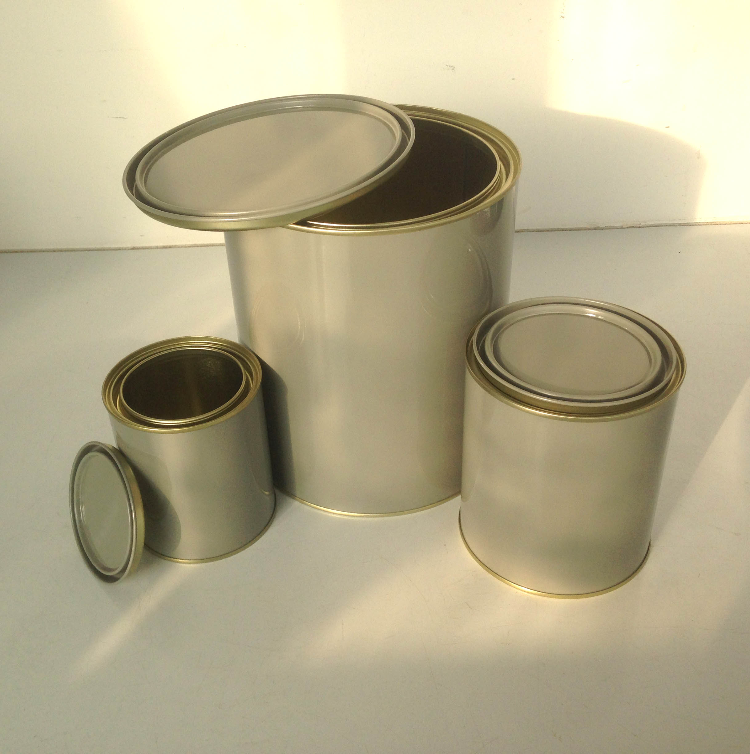 round tin can, paint can