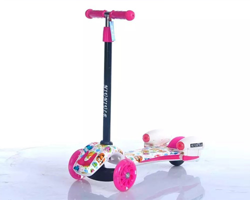 Flashing PU Wheel Baby Scooter with Thick Foot Pedal