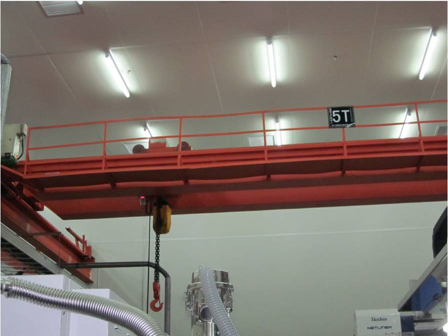 Which is set in the bottom of the main girder hook bridge type ladle crane insulation device