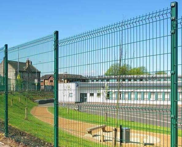 Hot Dipped Galvanized High quality 3D curved wire mesh fence