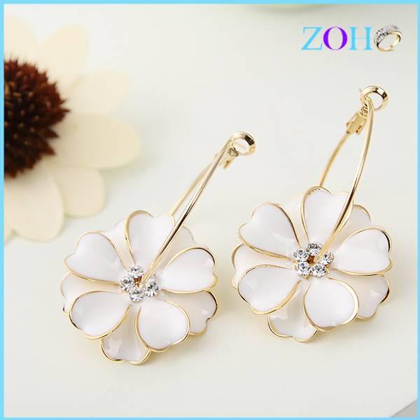New arrival crystal clip earrings enamelled earring of white flower shape