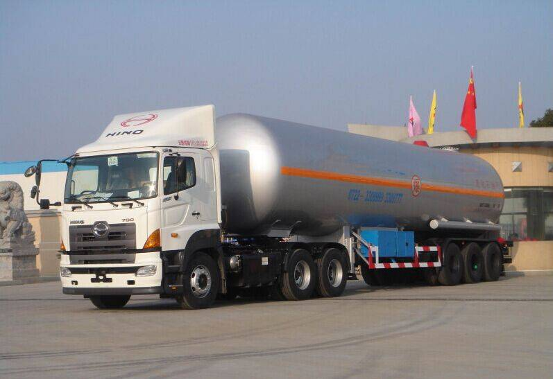 HINO 700 series ri-axles LPG tanker Trailer for sale