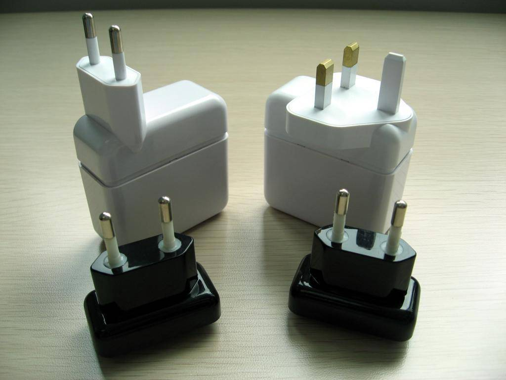Electronic plastic part with mold