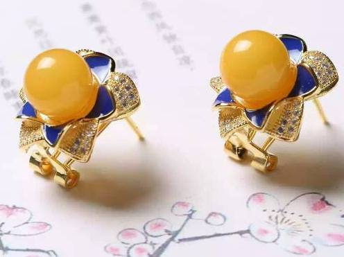 10 Mm Chicken Oil Natural Yellow Beeswax Stud Earrings