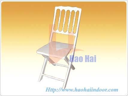 white folding chiavari chair
