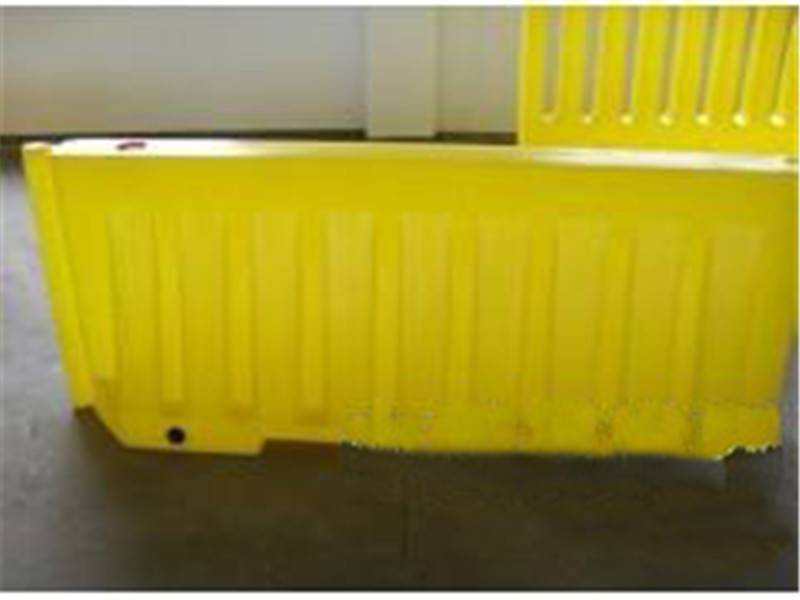 19kgs weight Red Blow-Moulded Road Crash Barrier