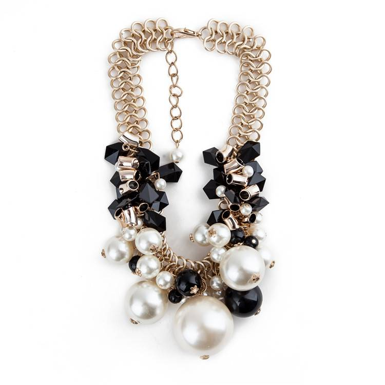 Latest Design White And Black Pearl Necklace