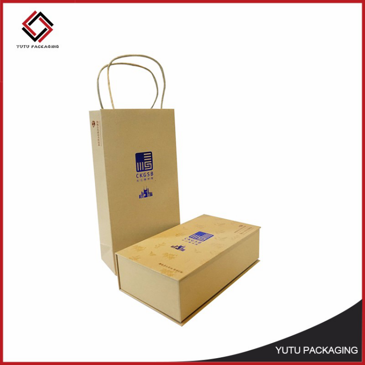 Chinese factory brown kraft paper gift bag