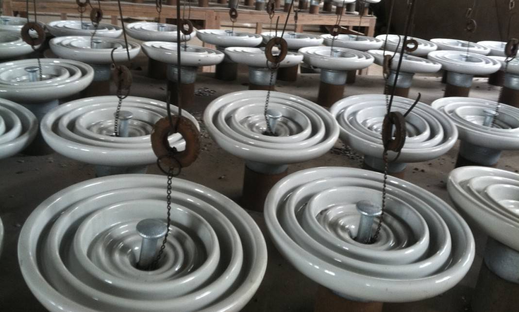 anti pollution high voltage electric porcelain insulators