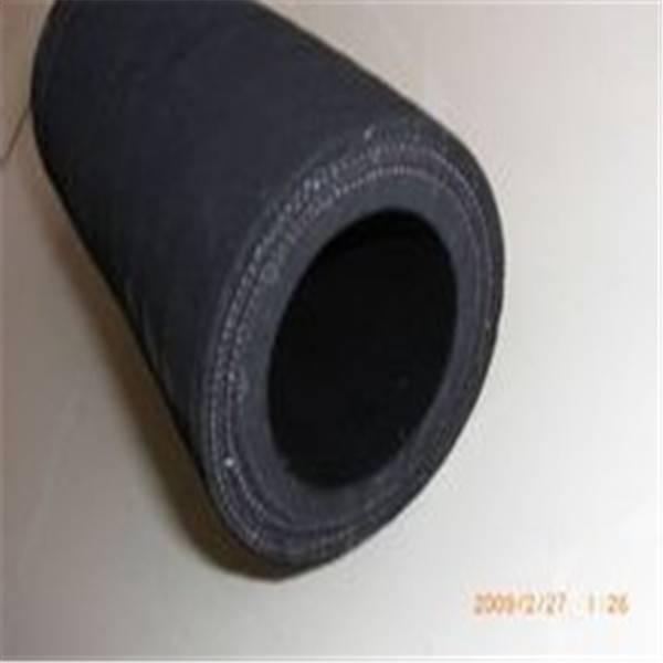 Wear resistant rubber sandblasting hose