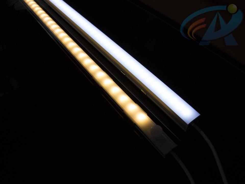 DC12V 14.4W SMD5050 Touch Dimmable Aluminum Track LED Strip Light