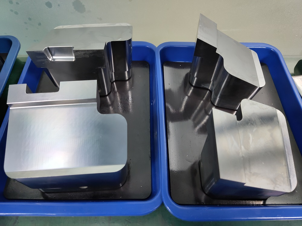 2020 Chinese good quality plastic injection mold components in China