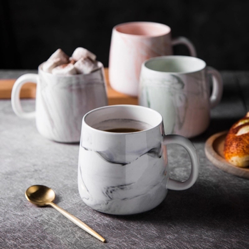 Porcelain mug with marble pattern