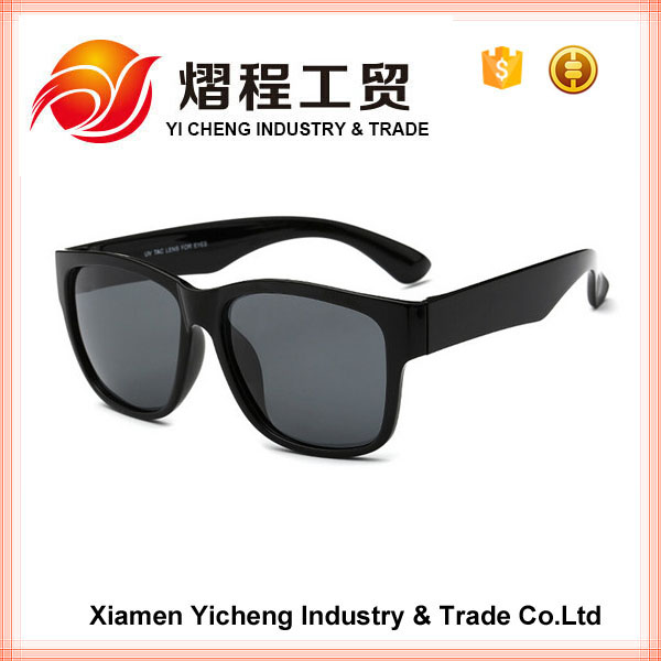 stylish UV400 sunglasses with smoke lens