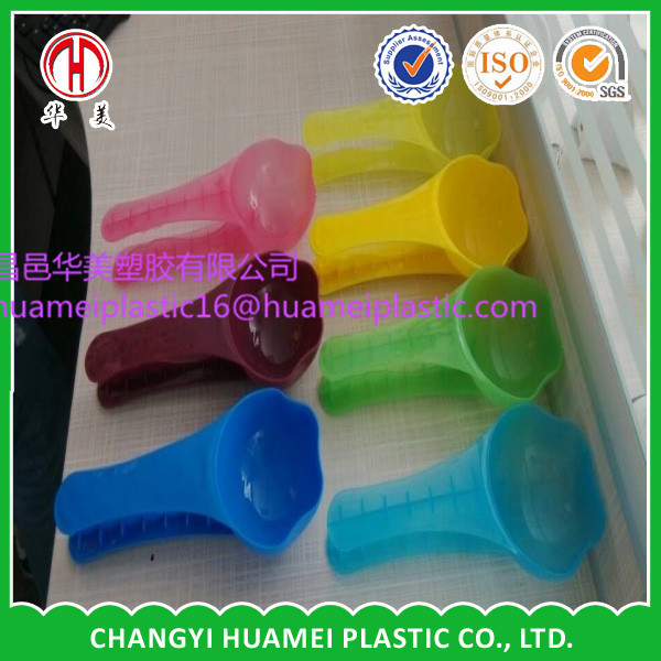Injection plastic pet food scoop