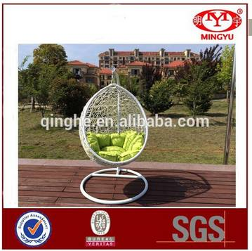 Iron frame hanging egg chair indoor rattan wicker adult egg shaped hanging swing chairs