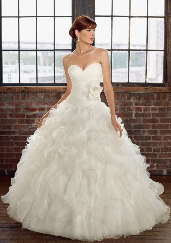 Tulle Sweetheart Ball Gown Luxurious Wedding Dress