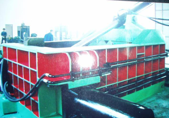 Scrap metal briquetting press