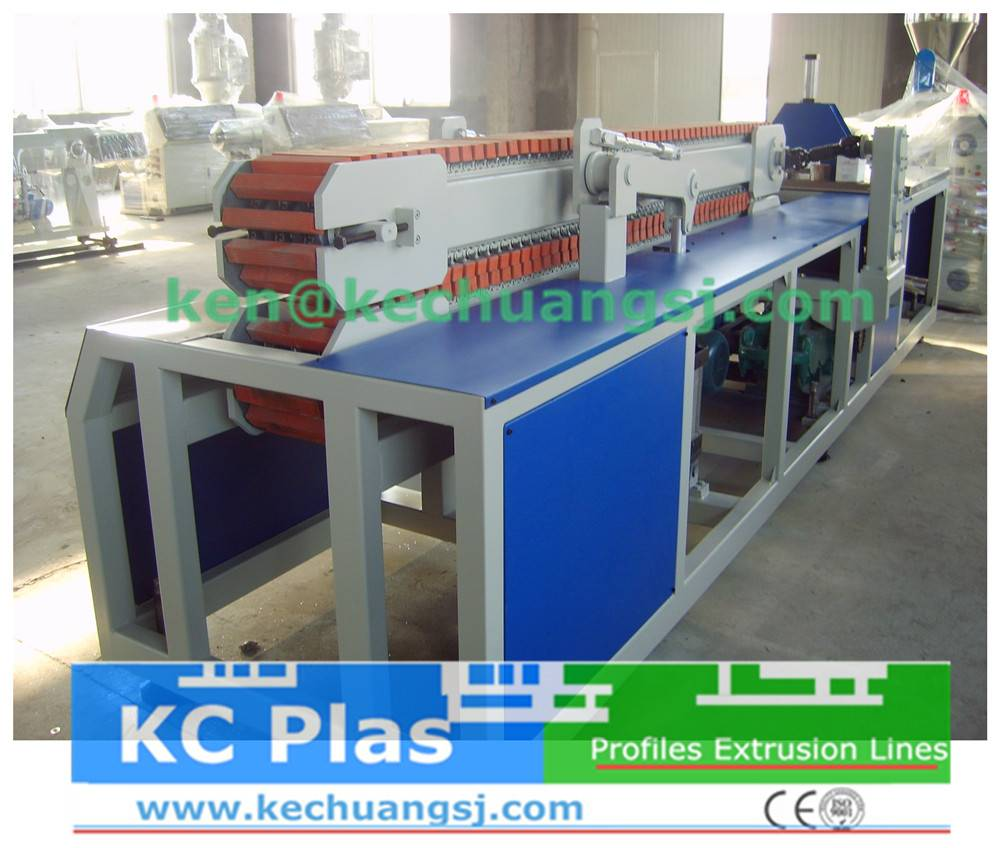 Extrusion lines for the production of plastic profiles