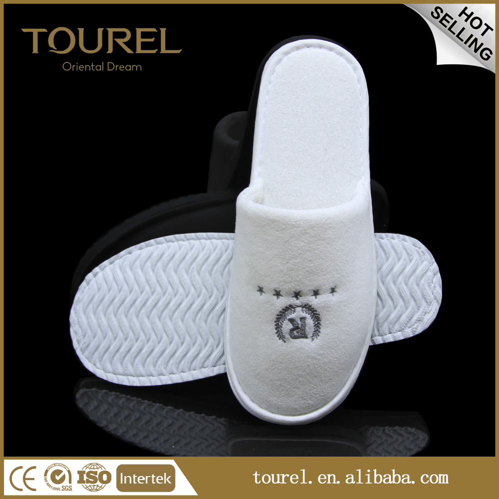 Top Quality Disposable Coral Fleece Hotel Slippers with Embroidered Logo