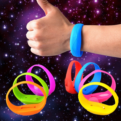 Fashionable LED Shock Bracelet for Outdoor Sports Glow Shock LED Bracelet Flashing LED Bracelet