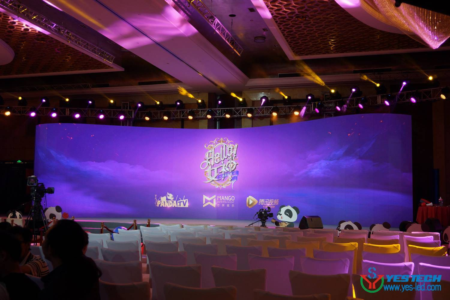 curve shapes concert stage P4 led indoor wall screen