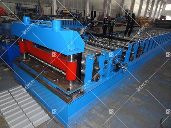 Metal cladding roll forming machine