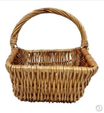 Round wicker baskets & gift baskets