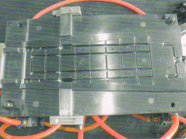 Large automatic mould
