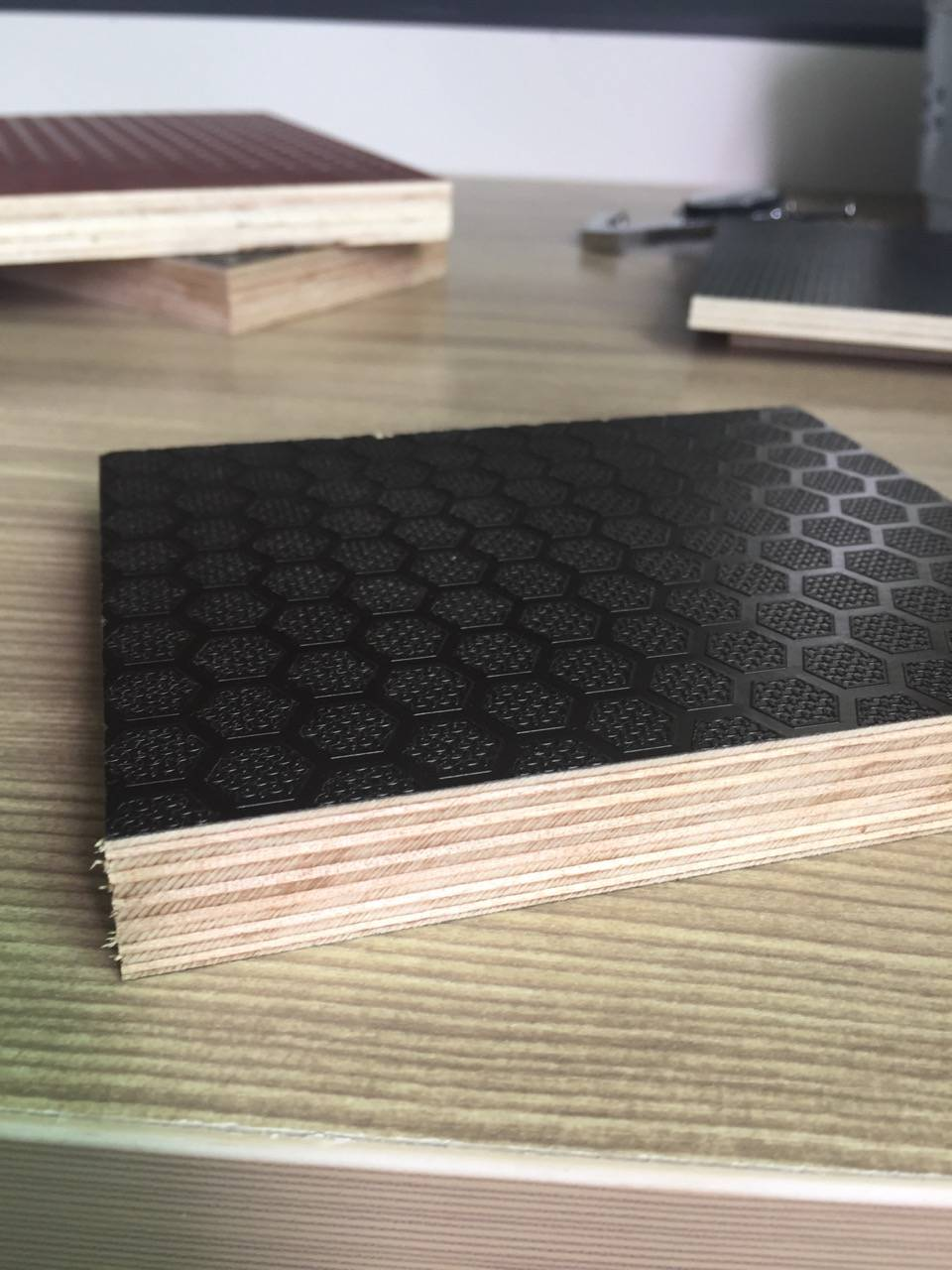 brown film faced wire mesh plywood