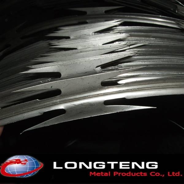 700mm diameter galvanized BTO-22 CBT-60 concertina razor barbed wire