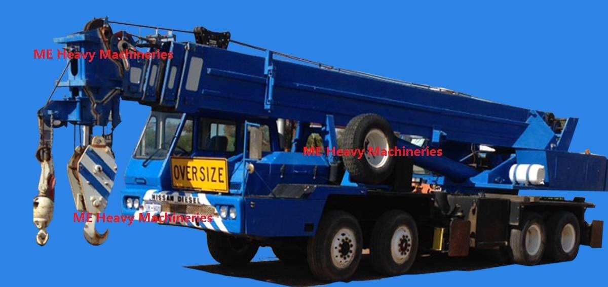 P&H T500 crane truck
