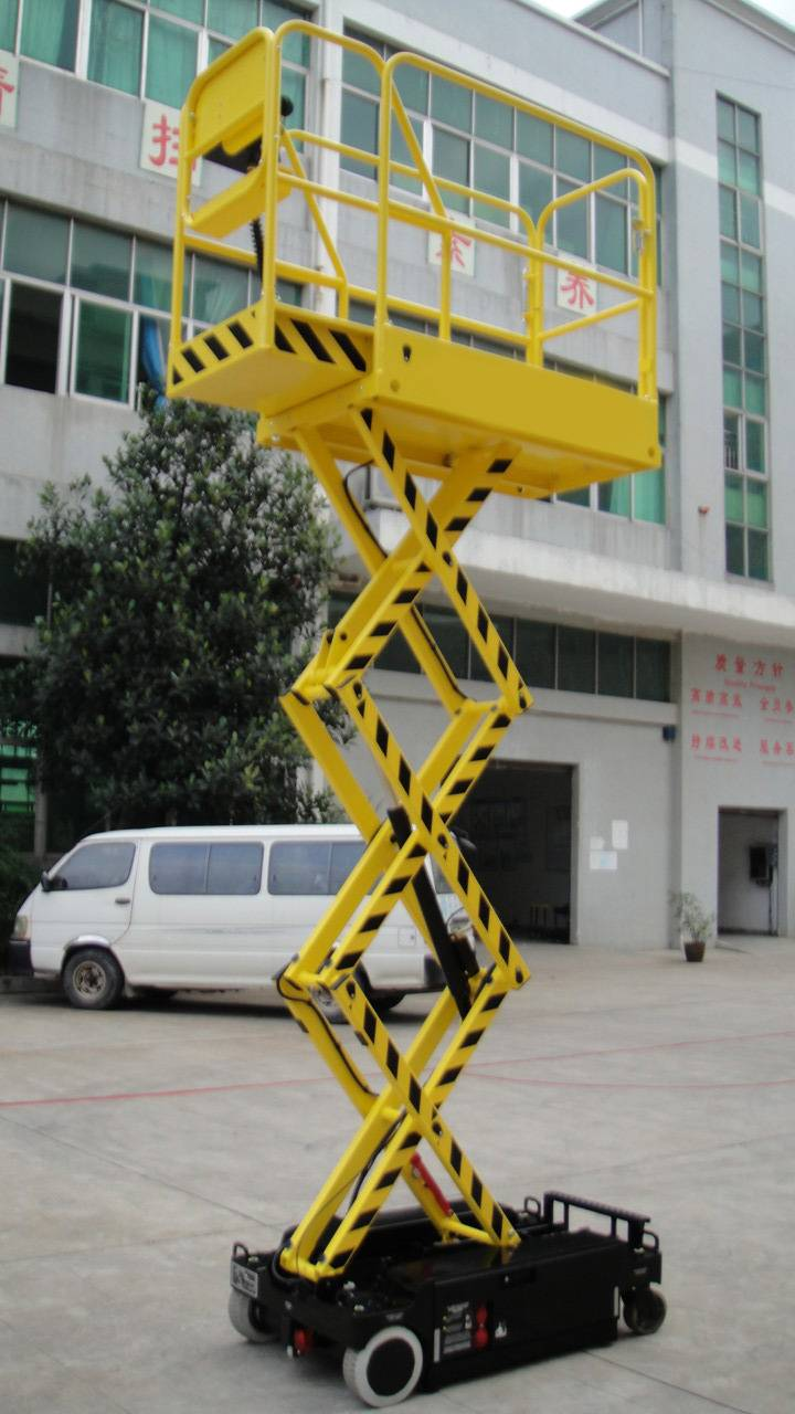 Self proplled scissor lifts